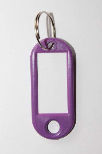 24. Klíčenka s přívěskem - fialová