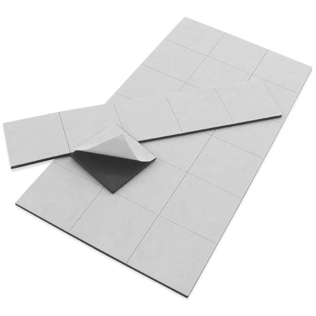 46. Samolepící magnetická fólie (řezaná) - 29x39 mm