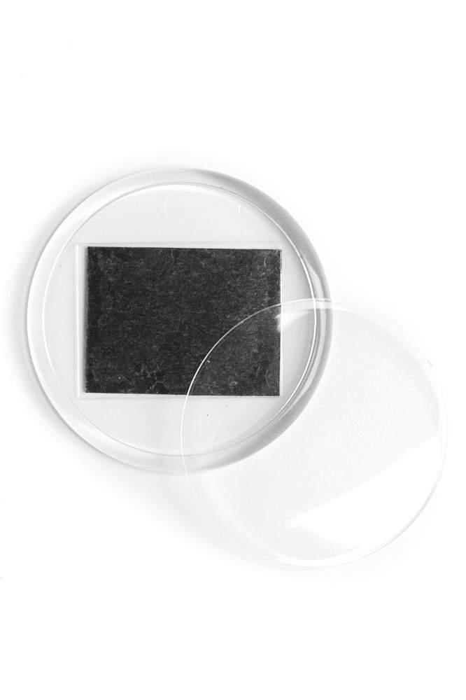 15. Akrylová magnetka na ledničku (průměr 5,4 cm)